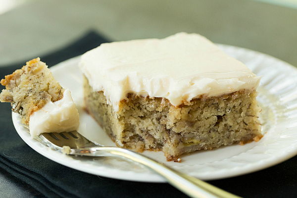 banana_cake_with_cream_cheese_frosting.jpg